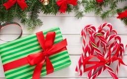 Voorbereidingen treffend voor Kerstmisachtergrond, hoogste mening Royalty-vrije Stock Afbeeldingen