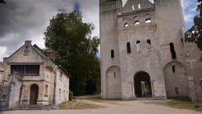 Voorbuitenkant van de geruïneerde abdij van Jumieges, Normandië Frankrijk stock footage