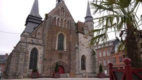 Voorbuitenkant van kerk in Broglie, Normandië Frankrijk stock video