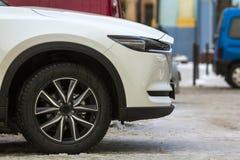 Voordeel van witte moderne auto dichte omhooggaand Stock Foto's