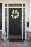 Voordeur van een huis voor de betere inkomstklasse Stock Foto