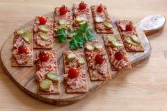 Voorgerecht; brood met pastei stock afbeelding