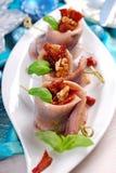 Voorgerecht van haringenbroodjes met droge tomaat en okkernoten voor chr royalty-vrije stock afbeelding