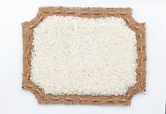 Voorgesteld kader van jute met rijst Royalty-vrije Stock Afbeeldingen