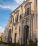 Voorgevel en Boog van een klooster Royalty-vrije Stock Afbeeldingen