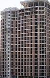 Voorgevel en ronde hoek van een modern beton die in aanbouw bouwen Royalty-vrije Stock Fotografie