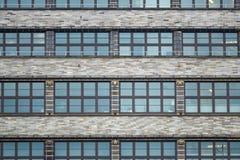 Voorgevel met vele vensters stock fotografie