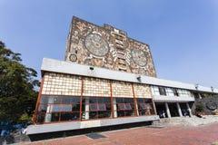 Voorgevel van de Centrale Bibliotheek Biblioteca Centraal bij de Universiteit van Ciudad Universitaria UNAM in het Noorden Am van royalty-vrije stock foto's