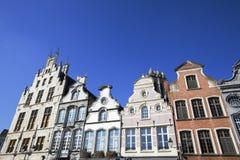 Voorgevel van de 18de eeuwgebouwen in Mechelen, België Stock Afbeeldingen