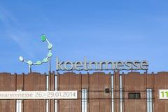 Voorgevel van de eerlijke bouw met ISM embleem in Keulen Stock Fotografie