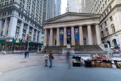 Voorgevel van de Federale Zaal met Washington Statue op de voorzijde, de Stad van Wall Street, Manhattan, New York stock foto