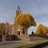 Voorgevel van de kerk van Saint Martin van onkerzele, Vlaanderen, België stock foto