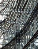 Voorgevel van de moderne high-tech glas en staalbouw Royalty-vrije Stock Afbeeldingen