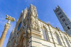 Voorgevel van Duomo, Siena, Toscanië, Italië Stock Foto's