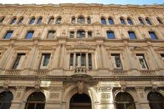 Voorgevel van een gebouw op Lombard Straat in het financiële district van de Stad van Londen met beeldhouwwerken en gravures Stock Fotografie