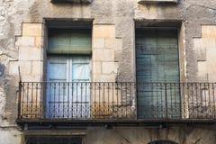 Voorgevel van een huis met balkon royalty-vrije stock fotografie