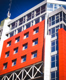 Voorgevel van een modern gebouw in stijlhi-tech Royalty-vrije Stock Afbeelding