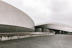 Voorgevel van een modern Skandinavisch gebouw stock afbeelding