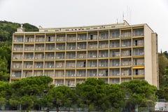 Voorgevel van een nieuw woonplaatshotel Royalty-vrije Stock Afbeeldingen