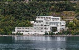 Voorgevel van een nieuw woonplaatshotel Royalty-vrije Stock Fotografie
