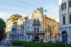 Voorgevel van een oud huis in Milaan Italië 05 05.2017 Royalty-vrije Stock Afbeeldingen