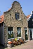 Voorgevel van een oud Nederlands huis stock foto