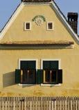 Voorgevel van een plattelandshuis Stock Fotografie
