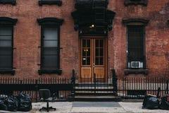 Voorgevel van een typisch flatgebouw van New York, de V.S. Royalty-vrije Stock Afbeeldingen