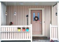 Voorgevel van een typisch Skandinavisch huis in Finland Stock Afbeelding