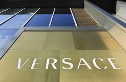 Voorgevel van een Versace-afzet, Peking, China Stock Fotografie