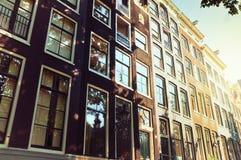 Voorgevel van gebouwen in Amsterdam Stock Afbeelding