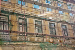 Voorgevel van gebouwen van de 19de eeuw in Wenen, bouwterrein Stock Foto