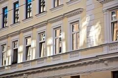 Voorgevel van gebouwen van de 19de eeuw in Wenen, woonkamer o Royalty-vrije Stock Afbeeldingen