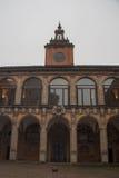 Voorgevel van het bibliotheekgebouw, Oude Universiteit van Bologna Emilia Romagna, Italië stock foto's