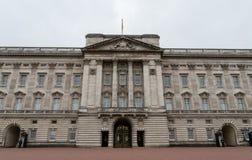 Voorgevel van het Buckingham Palace in recent Oktober royalty-vrije stock foto