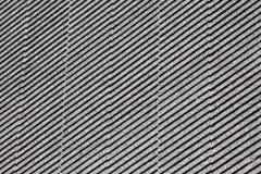 Voorgevel van het gebouw in een hellende grijze strook stock fotografie