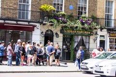 Voorgevel van het het huis en museum van Sherlock Holmes in 221b Baker Street Londen Royalty-vrije Stock Fotografie