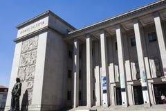 Voorgevel van het hof van Porto (de Rechtbank DA Relacao doet Porto) in Porto - Portugal stock afbeeldingen