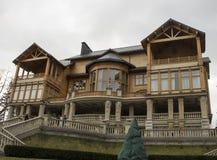 Voorgevel van het houten plattelandshuisje Royalty-vrije Stock Afbeeldingen