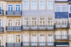 Voorgevel van het huis in de stad van Porto, Portugal stock foto