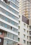 Voorgevel van het reusachtige moderne gebouw royalty-vrije stock afbeelding