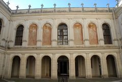 Voorgevel van het zuidelijke deel van de Villa Pisani van binnenplaatsdellai in Stra die een stad in de provincie van Venetië in  Royalty-vrije Stock Afbeeldingen