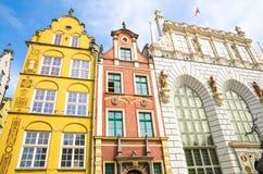 Voorgevel van mooie typische kleurrijke gebouwen, Gdansk, Polen stock afbeeldingen