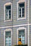 Voorgevel van oud huis in Alfama-district, Lissabon Royalty-vrije Stock Foto's