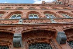 Voorgevel van Rood Stadhuis (Rotes Rathaus) in Berlijn, Duitsland Royalty-vrije Stock Fotografie