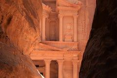 Voorgevel van ` Schat` Petra royalty-vrije stock afbeeldingen