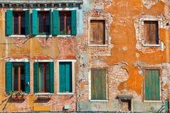 Voorgevel van typisch Venetiaans huis. Stock Afbeelding