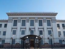 Voorgevel vooraanzicht van Russische federatieambassade in Oekraïense hoofdstad Kiev royalty-vrije stock foto's