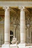 Voorgeveldetail van Grote Palais, Parijs Stock Foto