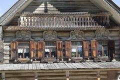 Voorgevelhutten Museum van Houten Architectuur Vitoslavlitsy Velikiy Novgorod stock afbeelding
